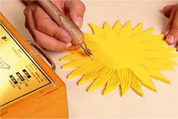 De Los Girasoles Con El Pirografo Para Darle Textura Despues Con